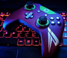 SCUF Pamaj Xbox One Custom Controller: Inspired by the Northern Lights and personally designed by Pamaj for his fans. Video Games Xbox, New Video Games, Xbox One Games, Xbox One S, Epic Games, Xbox Wireless Controller, Game Controller, Consoles, Manette Xbox One