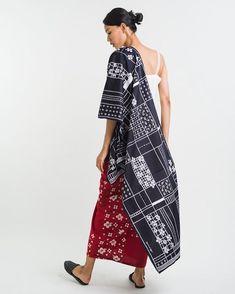 Sejauh Mata Memandang (@sejauh_mata_memandang) • Instagram photos and videos Fashion 101, Japan Fashion, Style Fashion, Beautiful Casual Dresses, Batik Art, Batik Fashion, Kebaya, Ikat, Kimono Top