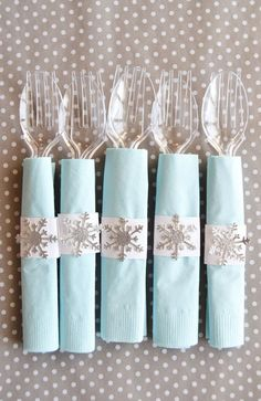 White napkins with my blue sticky snowflakes