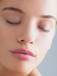 Poren und Unreihnheiten. Von wegen. Wir zeigen dir, wie auch deine Haut so toll aussehen kann.