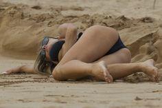 Carmen Electra Wearing A Bikini In Hawaii