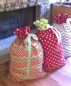 love the idea of santa sacks!! maybe my first sewing project...