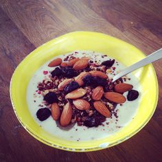 Breakfast with chiaseeds, applesauce, almonds and raisins - yummi 😊 #tallerkengalleriet  #chiaseeds #rice