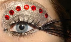 High fashion eye make-up done by me (on me) for a contest. High Fashion Eye Make-up II Make Up Looks, Looks Cool, Make Up Designs, Eye Makeup Designs, High Fashion Makeup, Glitter Eye Makeup, Crazy Makeup, Beauty Tutorials, Fantasy Makeup