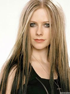 2006-02-22-Avril.Lavigne.HQ.2.jpg (1349×1800)