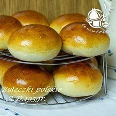 BUŁECZKI POLSKIE MAŚLANE A.D. 1959 - bez rozczynu Polish Bread Recipe, Polish Recipes, Polish Food, Pork Recipes, Cake Recipes, Cooking Recipes, Deli Food, Bread And Pastries, Bread Rolls