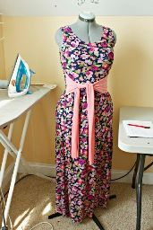 Tutorial: It's a Cinch maxi dress with a wide sash · Sewing | CraftGossip.com