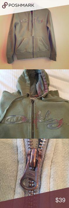Medium Snug Olive Green Oakley hoodie Super warm hoodie, soft lining super comfy. 80% Cotton, 20% Polyester Oakley Jackets & Coats Jean Jackets