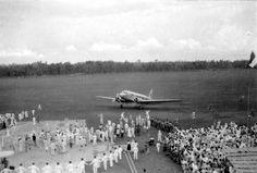 File:Aankomst Uiver in Bandoeng oktober 1934