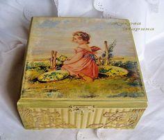 Чайная шкатулка ` Цветочный ангел`. Шкатулка из массива березы декорирована в технике декупаж. Отделения для чайных пакетов ничем не покрывалось.