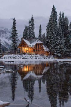 Beautiful Homes, Beautiful Places, Winter Cabin, Winter House, Winter Snow, Cozy Cabin, Winter Wallpaper, Log Cabin Homes, Log Cabins