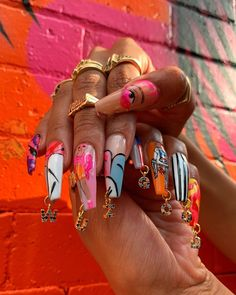 Nail Design Stiletto, Nail Design Glitter, Gem Nails, Hair And Nails, Garra, Nail Charms, Pandora Charms, Finger, Fire Nails