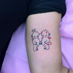 35 Cute Mini Tattoos This Summer 35 Cute Mini Tattoos This Summer tattoo tattoos inked ink tattooing artist master magazine how far is machin Dope Tattoos, Mini Tattoos, Dainty Tattoos, Dream Tattoos, Pretty Tattoos, Future Tattoos, Body Art Tattoos, Small Tattoos, Tatoos