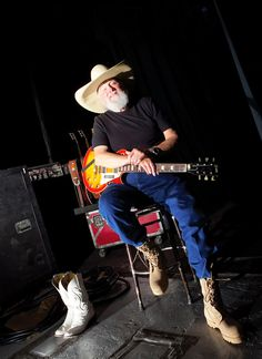 Charlie Daniels a good Christian man Country Music Videos, Country Music Stars, Country Music Singers, Yes Music, Charlie Daniels, Country Bands, Classic Rock And Roll, Christian Men, Music Mix