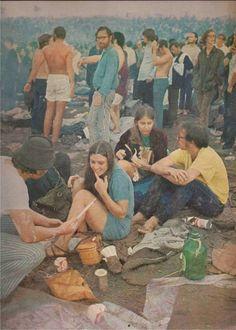 ✨🌜🌈⚡️Miss Lucy Fleur⚡️🌈🌛✨ - electripipedream: Woodstock Vogue 1969 ✨🥀 Woodstock Hippies, Woodstock Music, Woodstock Festival, Woodstock Photos, 1969 Woodstock, Happy Hippie, Hippie Love, Hippie Man, Beatles