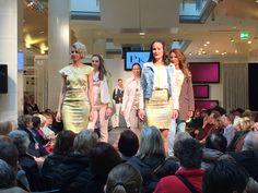 PKZ Men und PKZ Women setzten auf Blumenprints, edle Stoffe, kombiniert mit kurzen Jeansjacken.