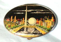 Vintage Gwenda 1939 New York Worlds Fair Trylon Perisphere Foil Powder Compact