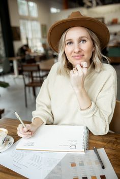 Business Portrait, Business Photos, Adriana Duque, Photographer Branding, Foto Instagram, Photoshoot Inspiration, Picture Poses, Personal Branding, Photo Sessions