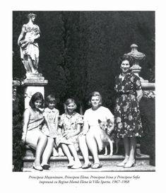 Regina mamă Elena (Sitta) cu nepoatele ei, fiicele lui Mihai, Villa Sparta, Florenţa, 1967-68. De la st. la dr., Margareta (n. 1949), Sofia (n. 1957), Irina (n. 1953) şi Elena (n. 1950). Royal Weddings, Eastern Europe, Descendants, Princesses, Relationships, Royalty, Icons, Statue, Movie Posters