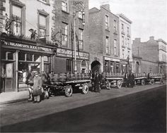 Curtis and Lee trucks hauling Beamish stout on the North Wall in Note the Eagle bar on the left and the English bar on the far right Old Pictures, Old Photos, Vintage Photos, Poses For Photos, Great Photos, Liverpool Bars, Packing Companies, Royal Navy