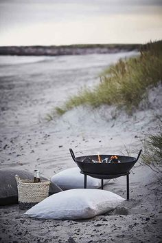 Beach supper ♥♥♥ re pinned by www.huttonandhutton.co.uk @HuttonandHutton #HuttonandHutton