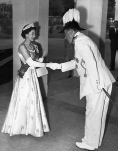 Her majesty with James Robertson. Governor General!