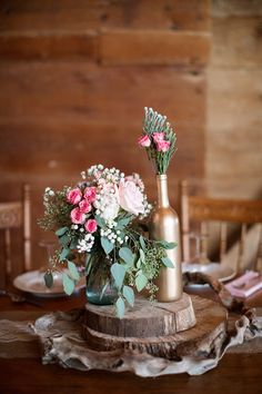 I loved this table setting, so soft and romantic and soft!