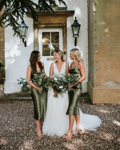 "Rock My Wedding on Instagram: ""Lily & Ben's intimate wedding is full of smiles, foliage and special moments 😄🌿 🕶️ #linkinbio⁠⠀ .⁠⠀ Photography…"" Olive Green Bridesmaid Dresses, Blue Bridesmaid Dresses Short, Wedding Bridesmaids, Bridesmaid Bouquets, Wedding Attire, Wedding Dresses, Wedding Styles, Dream Wedding, Flower Girl Dresses"