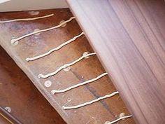 Laminat auf Treppen verlegen, Montagekleber auftragen, Foto: BHK Holz- und Kunststoff KG H. Kottmann