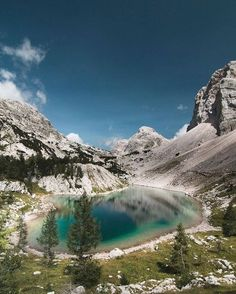 The biggest of seven Triglav Lakes (1831 m). Do you think it's worth the hike? We absolutely do. 😍⛰🌲