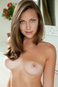 Cute green eyed girl nude