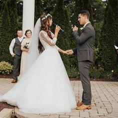 Evan & Carlin Stewart on their Wedding Day Spring Wedding, Dream Wedding, Wedding Day, Wedding Stuff, Carlin Bates, Katie Jackson, Bates Family Blog, Duggar Wedding, Ready For Marriage