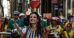 Aos 39, Emanuelle Araújo exibe corpaço e se apresenta para multidão