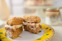 Receita de Sanduíche de Cookie Recheado com Doce de Leite e Sorvete | BistroBox - Descubra novos sabores