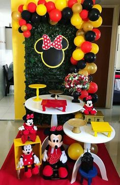 fiesta de minnie mouse rojo y negro Minie Mouse Party, Minnie Y Mickey Mouse, Fiesta Mickey Mouse, Mickey Mouse Parties, Mickey Party, Minnie Mouse Birthday Decorations, Mickey Mouse Clubhouse Birthday, Mickey Mouse Birthday, Mini E