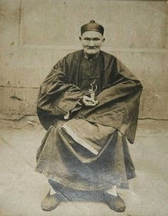 Bir insanın yaşamış olduğu en uzun süre nedir? 256 yıl yaşamış olan Li Ching Yuen ile tanışın! Ve hayır, bu bir efsane ya da hayali bir masal değil. 1930 tarihliNew York Times makalesinde, Chengdu Üniversitesi profesörü Wu Chung-chieh, Li Ching-Yuen'i 1827 yılında 150. Doğumgününde tebrik eden Çin İmparatorluğu hükümeti kayıtlarını keşfetti. Daha sonra bulduğu dökümanlar …