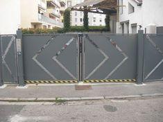 Iron Main Gate Design, Home Gate Design, Gate Wall Design, House Main Gates Design, Steel Gate Design, Front Gate Design, Door Design, Gate Designs Modern, Flat Roof House