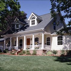 Cape Cod-Style Home Ideas : Welcome to my dream home . the charming Cape Cod! My personal dream home is a cottage-style where traditional elements are married with warmth and charm. A big front porch for welcoming family and friends is a must! House Front Porch, Big Front Porches, Up House, House Roof, Estilo Cape Cod, Cape Cod Style House, House Plans Cape Cod, Colonial Style Homes, One Story Homes