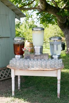 Wedding drink bars are a must for every wedding, and in the spring and summer it's especially important because when it's hot everybody wants a drink. backyard wedding 50 Wedding Drink Bar And Station Ideas That You'll Love Drink Bar, Bar Drinks, Wedding Food Stations, Drink Stations, Drink Station Wedding, Drink Display, Reception Food, Reception Ideas, Wedding Reception Bbq