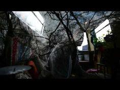 Mount Kimbie - Home Recording. Transições ao infinito, câmera inquieta. Mistura e melancolia. (Endless transitions, ever moving camera. Mixes and melancholy) (dir.: Anthony Dickenson) (23/08)