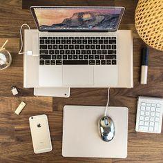 ゴールデンセットアップ(Satechi パススルー充電ポート付きType-C USB3.0 コンボハブ、モニタースタンド、マウスパッド、ワイヤレステンキー)