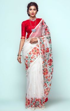White brush painted muslin saree with multicolour prints. Comes with matching unstitched blouse piece. Saree Jacket Designs, New Saree Blouse Designs, Dress Indian Style, Indian Dresses, Indian Outfits, Traditional Silk Saree, Traditional Outfits, Modest Fashion Hijab, Bandhani Saree