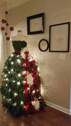 Christmas tree dress decoration x Christmas Photo, Noel Christmas, Christmas Projects, Winter Christmas, Christmas Fashion, Mannequin Christmas Tree, Dress Form Christmas Tree, Xmas Trees, Holiday Tree