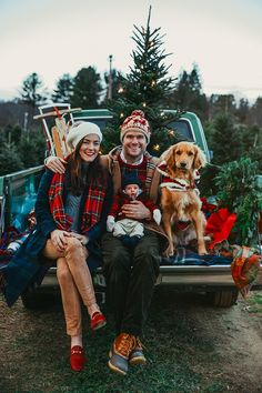 A Very Harry Christmas - Classy Girls Wear Pearls : Sarah Vickers adventures in New England living, classic fashion, and travel. Family Christmas Pictures, Family Christmas Cards, Christmas Couple, Christmas Tree Farm, Holiday Photos, Christmas Card Photo Ideas With Dog, Merry Christmas, Christmas Ideas, Xmas Cards