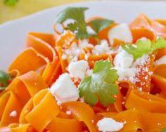 Tagliatelles de carottes à la feta (I.G. bas) : http://www.fourchette-et-bikini.fr/recettes/recettes-minceur/tagliatelles-de-carottes-la-feta-ig-bas.html