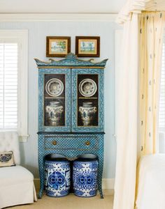 Celerie in Palm Beach. Mixing blues and loving chinoiserie style furniture.