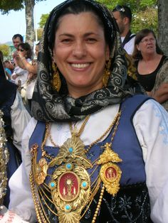PORTUGAL - Viana do Castelo (ancient Entre-Douro-e-Minho), .woman wearing a folk outfit. Ansel Adams, Rare Clothing, Folk Clothing, Minho, Ukraine, Portuguese Culture, The Beautiful Country, Folk Costume, People Around The World