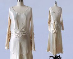 1920er Jahren Brautkleid / 20 s LIQUID Flapper SATIN Brautkleid / stark geraffte / riesige Bogen / V Back / AMAZING