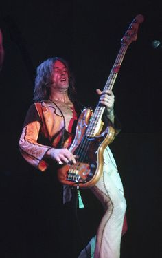 The late Greg Ridley, bass player for Humble Pie. His pounding bass provided the force behind the sound. Music Pics, Music Pictures, Music Stuff, Rock N Roll, Spooky Tooth, Steve Marriott, Classic Blues, Classic Rock, Peter Frampton
