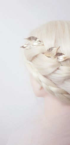 Handmade hair accessories for bridal hairstyling, weddings, racing carnivals or everyday hair statement for a touch of glamour Designed and handcrafted in South Australia with fine craftmanship Uniquely beautiful accessories